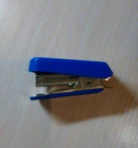 Маленький степлер