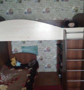 Кровать двух уровней