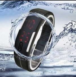 Водонепроницаемые часы-браслет с LED экраном