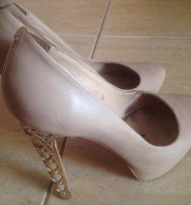 Туфли Sasha Fabiani 36-37 размер