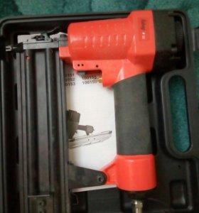 Шпилькозабивной пистолет