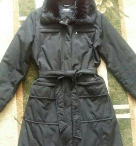 Продается демисезонное пальто