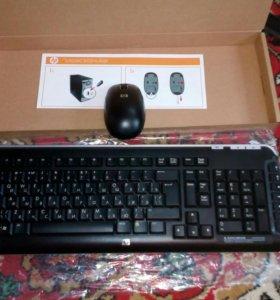 Беспроводная клавиатура и мышь.