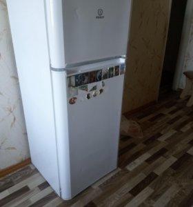 холодильник Indezit TIA 140