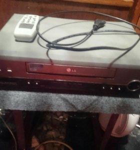 Видеомагнитафон с пультом Lg