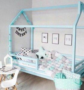 Кроватка домик и постельный комплект в подарок