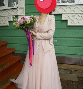 Свадебное(выпускное)платье.имеется жакет и туфли