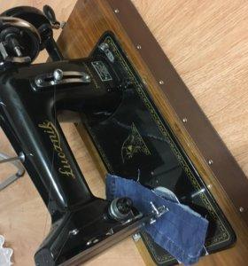 Швейная машина Лучник
