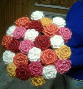 Розы цветные вязаные