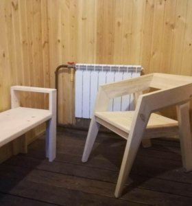 Кресло, скамейки, лавки из дерева.