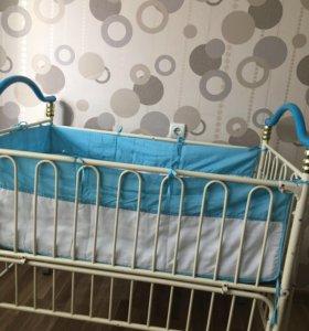 Детская кровать -трансформер,есть матрасик.