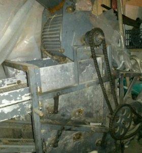 Машинка для обработки кедрового ореха