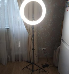 Кольцевая лампа для визажиста, косметлога, блогера