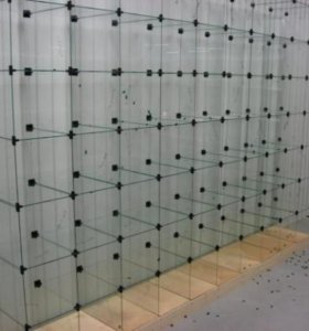 Витрины стеклянные, кубы.