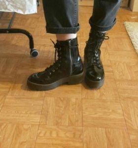 Женские грубые ботинки на шнуровке