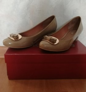Туфли бежевые натуральный лак