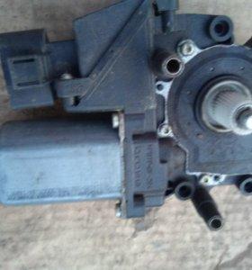 Электромотор стеклоподьемника