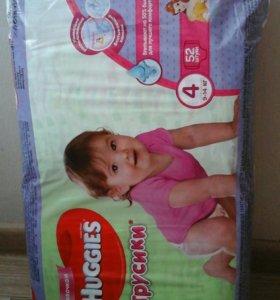Трусики-подгузники хаггис 4 для девочек