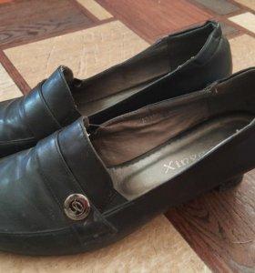 Туфли женские на небольшом каблуке р.40