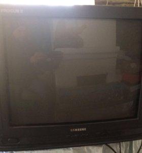 Телевизор Samsung с пультом