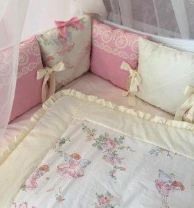 Комплект в кроватку для девочки в наличии
