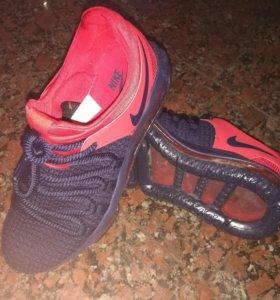 Кроссовки бренд Nike
