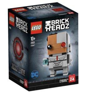 Лего. Конструктор «Киборг» из серии BrickHeadz