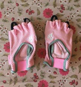 Женские перчатки для спорта
