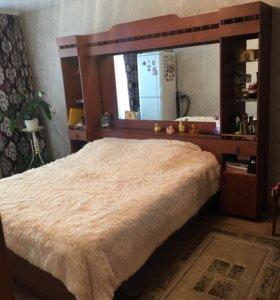 Мебель. Кровать встроена, и шкаф