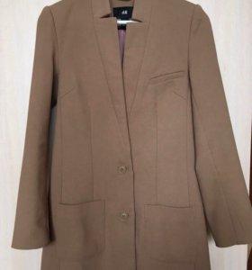Пальто легкое бежевое