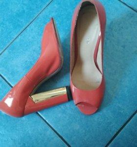Туфли лаковые кораллового цвета 36
