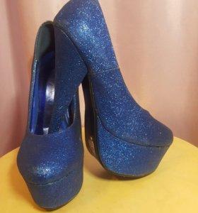 Туфли на высоком каблуке, блестящие