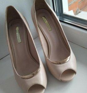 Туфли на высоком каблуке 37р