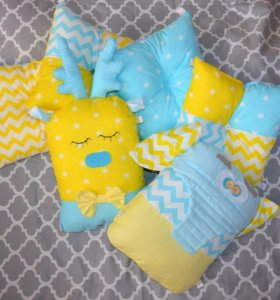 Бортики-подушки и зверушки в кроватку