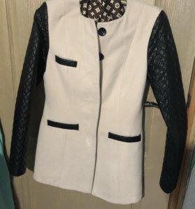 Продам весенние-осенние пальто