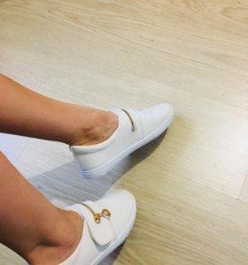 Белые тапки ))) новые