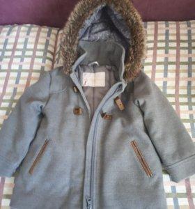Пальто  не девочку  3-4 года с капюшоном