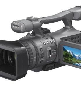 Продам профессиональную видеокамеру Sony HDR-FX7E