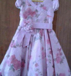 Платье шикарное на 5 - 6 лет.
