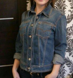 Новая женская джинсовая куртка от Versace