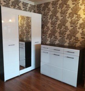 Белый глянцевый шкаф и белый глянцевый комод