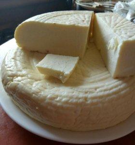 Молоко козье, сыр домашний.