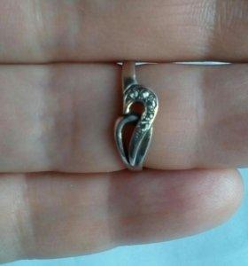 Колечко,16 размер, серебро,5 фианитов