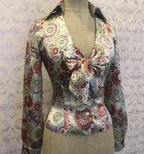 Блузка атласная с цветочным принтом