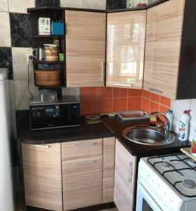 Угловой кухонный гарнитур в отличном состоянии