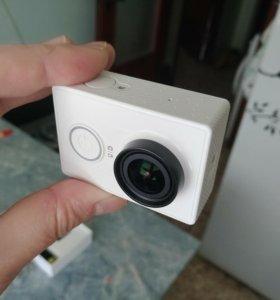 Новая экшн камера Yi с комплектом