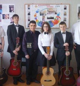 Обучение игре на гитаре и петь.
