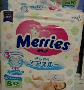 Продам подгузники Merries S 4-8 кг,  82 шт.