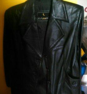 Женский коженный пиджак.р46-48.