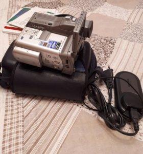 Видеокамера-фотоаппарат